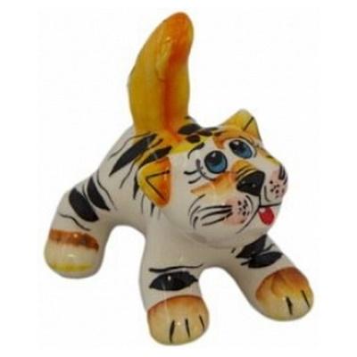 Кот с хвостом из фарфора