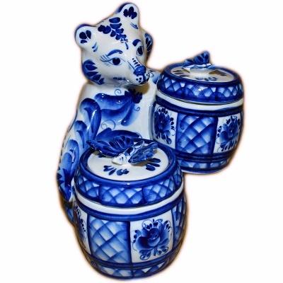 Медведь с бочонками для меда