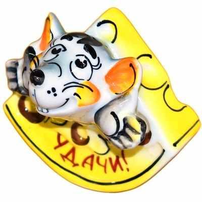 Мышка в сыре сувенир из фарфора
